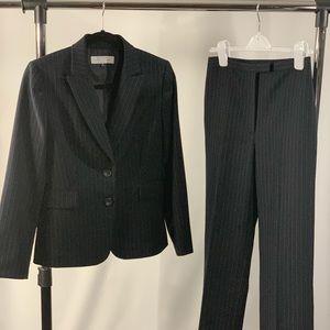 BIG SALE🔥Tahari black pinstriped pants suit. EUC!